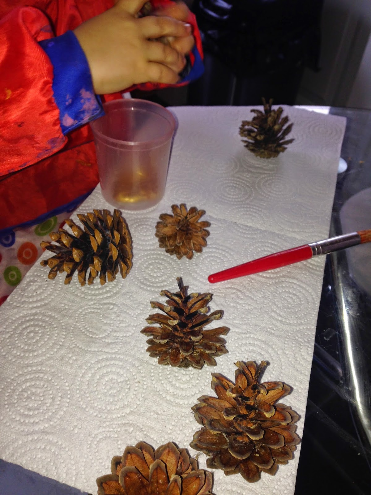 Christmas tree decoration craft for kids.