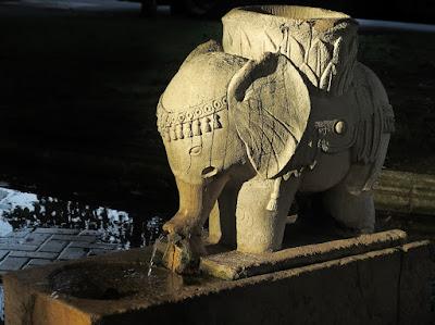 Fuente del elefantito del parque del Muelle de Avilés