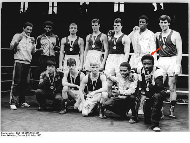 Medallistas Copa Química 1985. Horta, agachado el primero de derecha a izquierda