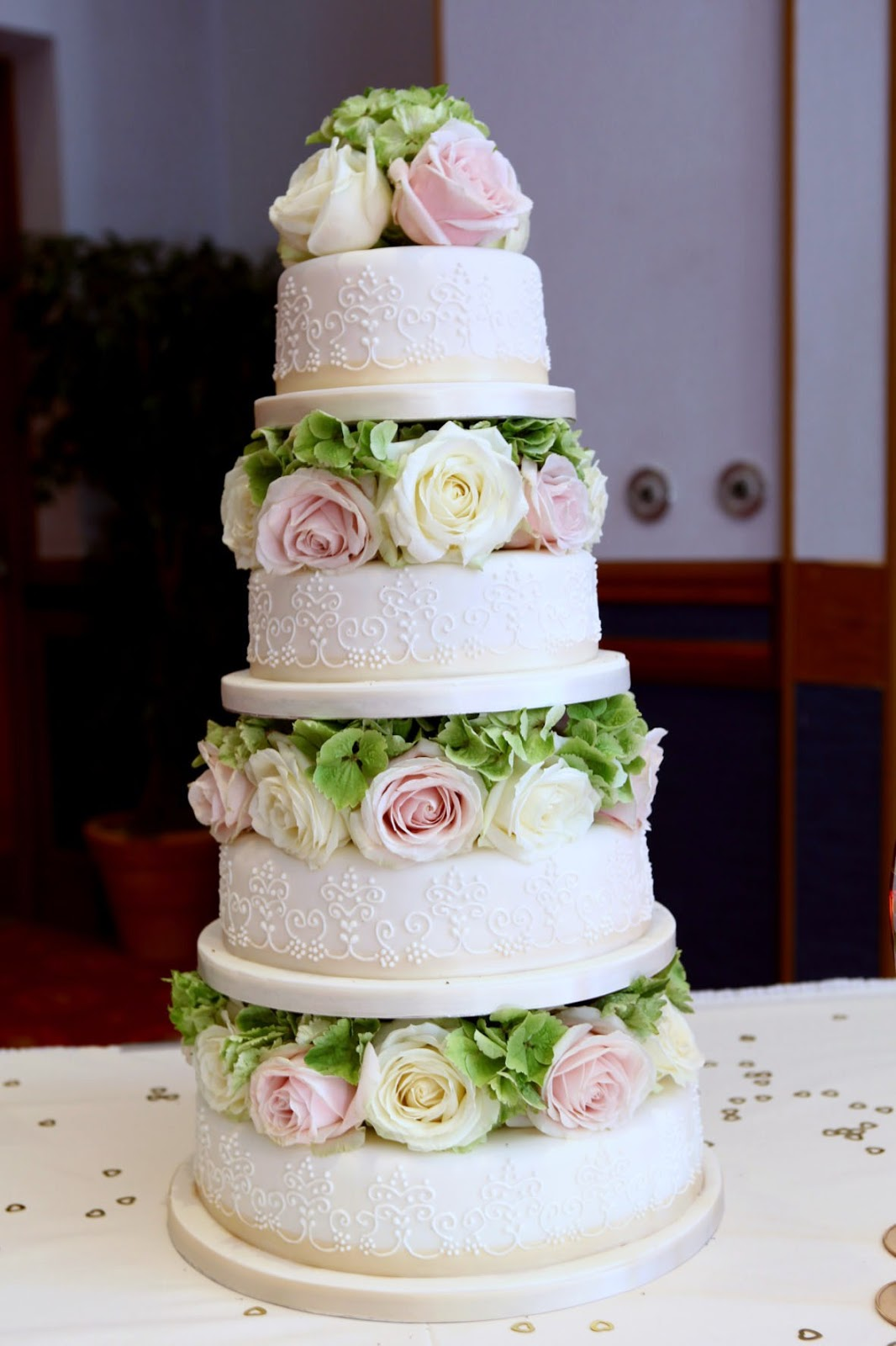 wedding cake with flowers in between layers loja santo antonio aprenda a fazer flores comest 237 veis de 26882