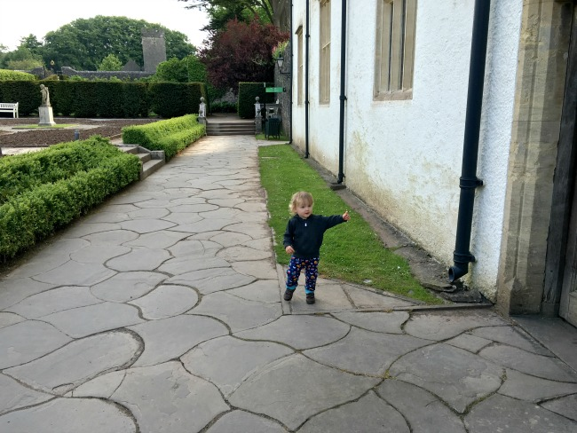 toddler-pointing-to-door-St-Fagans-Castle