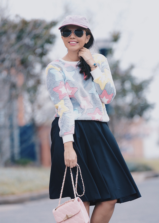 Wearing: Midi Skirt/Falda: SheIn Sweater/Suéter: LigthInTheBox Booties/ Botines: Soft Walk (Similar Here)