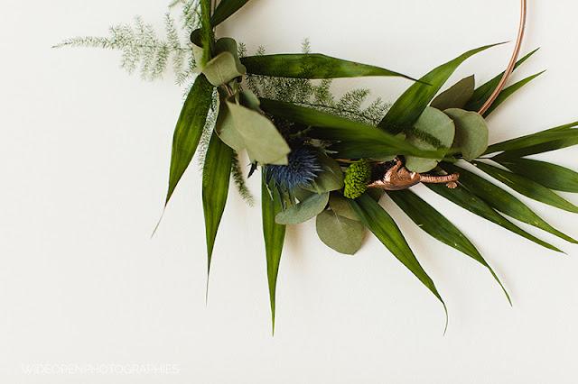 diy-corona-hojas-fiesta-dinosaurios