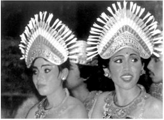 Seni Bangunan, Kerajinan, Model Pakaian dan Bentuk Rumah Adat Masyarakat Suku Bali