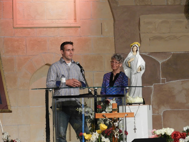 An image of Ben and Diane Wasiniak giving their testimonials at the Marian conference.