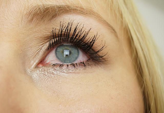 benefit - Roller Lash Mascara Swatches, Augen