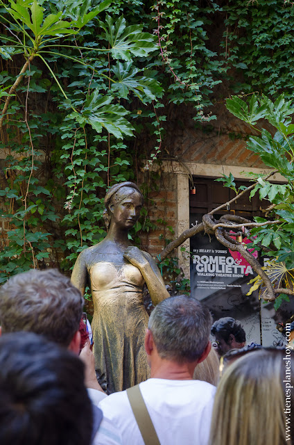 Escultura Julieta Veronaque ver Italia curiosidades