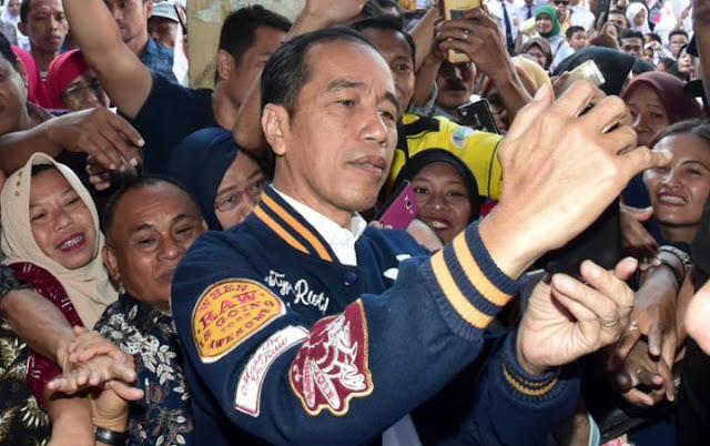 Tanpa Sebut Angka 2 Saat Berikan Aba-Aba Jalan Sehat, Jokowi Arogan Bukan Negarawan