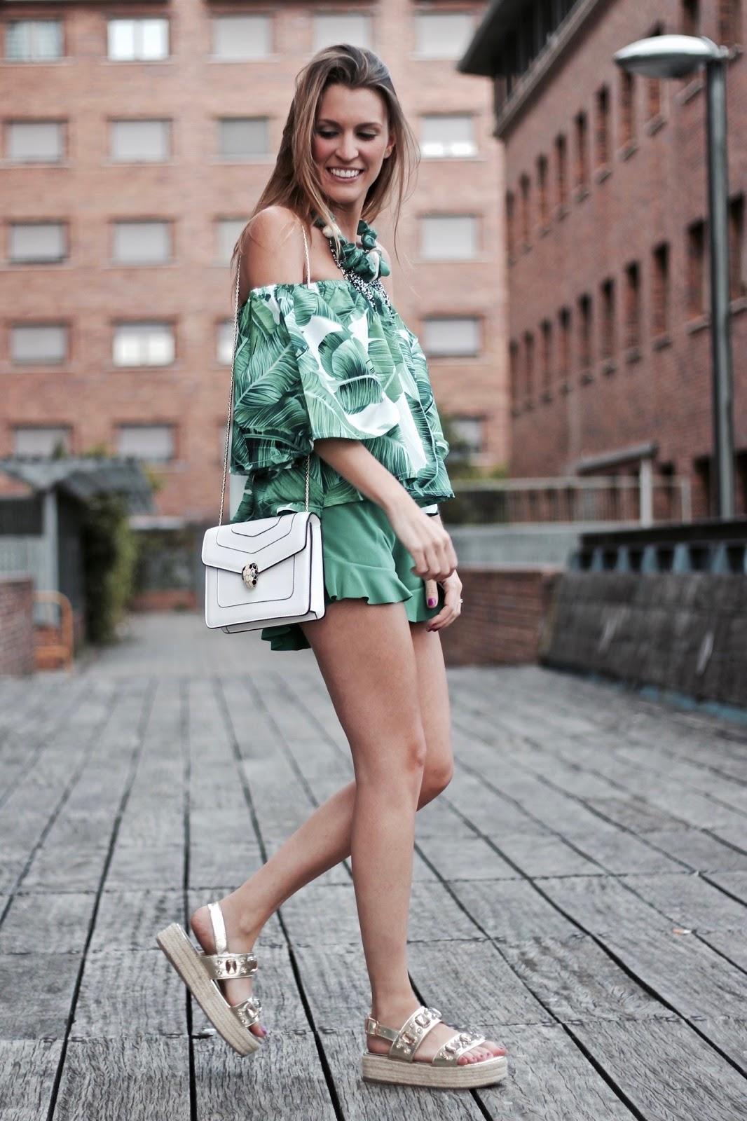 blusa hojas verdes