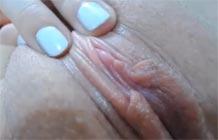 Novinha mostrando sua buceta melada