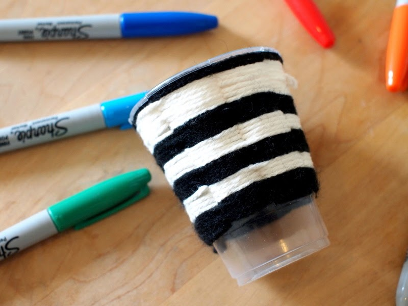 use yarn to do cup weaving