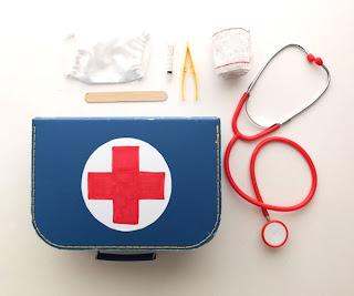 como hacer un kit medico para jugar
