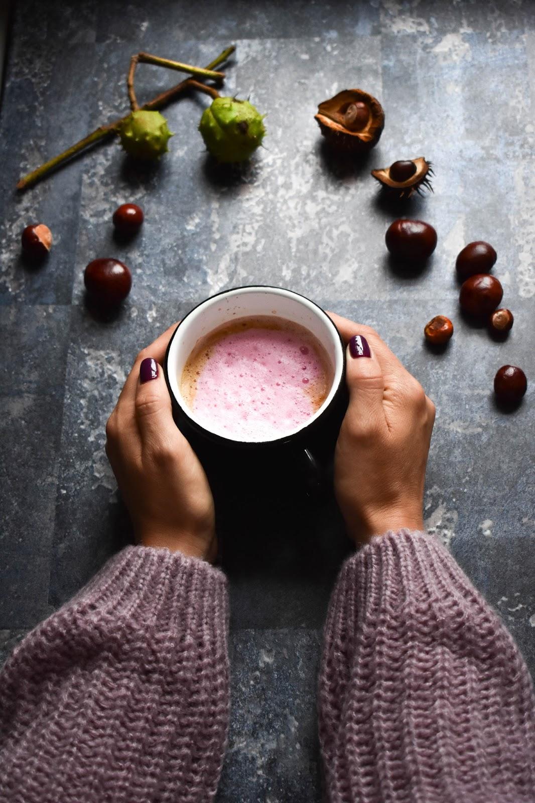 latte, kawa, buraczane latte, ptysiu mietowy