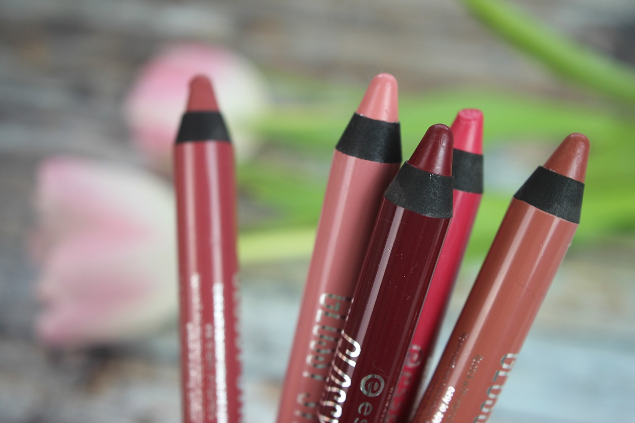 http://www.zaphiraw.de/2016/03/essence-glossy-stick-lip-colour.html