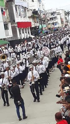Delegación numerosa y en cuasi perfectas y asimétrica formación del Colegio Abel Bravo, el desfile del lunes 5 de noviembre de 2018.