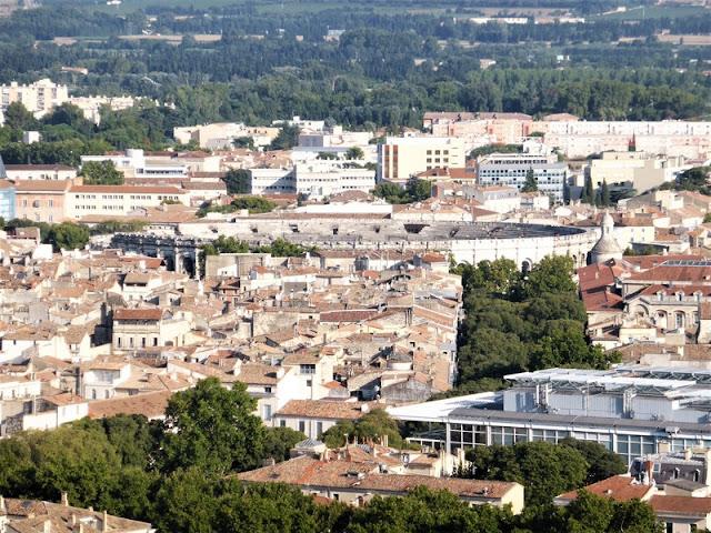 Zoom sobre el Anfiteatro de Nîmes