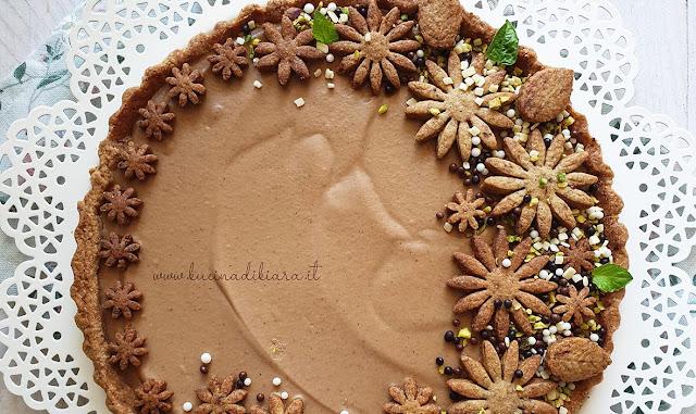 Crostata con crema al cioccolato bianco, caffè e cannella
