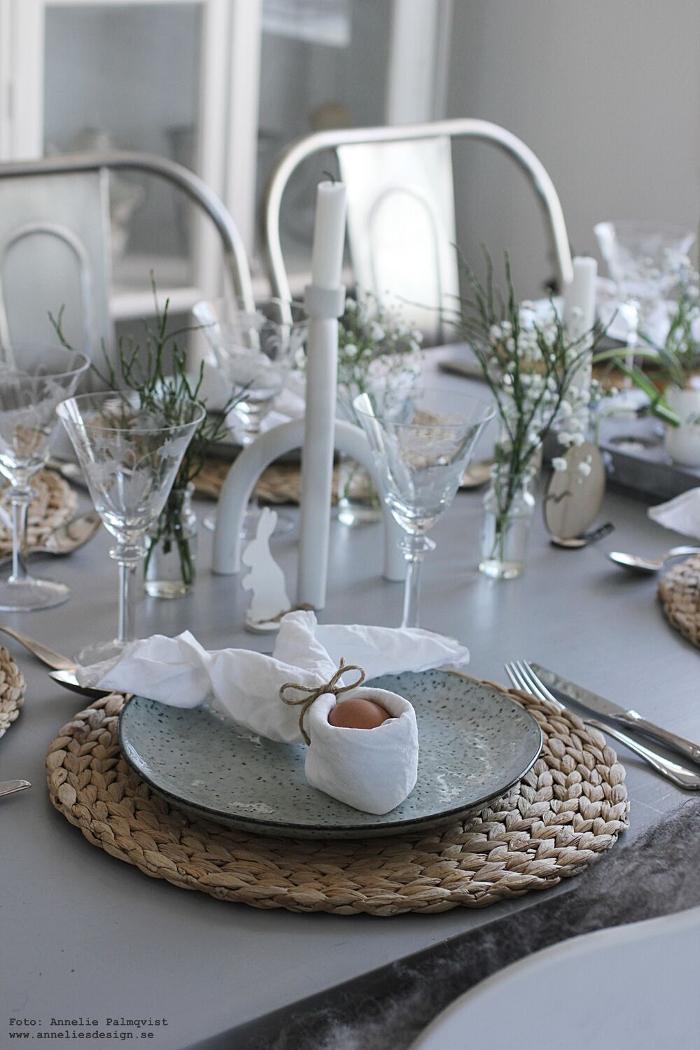 annelies design, webbutik, påsk, påsken, påskdukning, bordsdukning, påskpynt, oohh, inredning, dekoration, inredningsbutik, varberg, servettvikning, kanin, hare, påskhare,