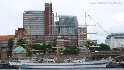 Segelschiffe, Windjammer, MIR, an den Landungsbrücken in Hamburg, Seitenansicht