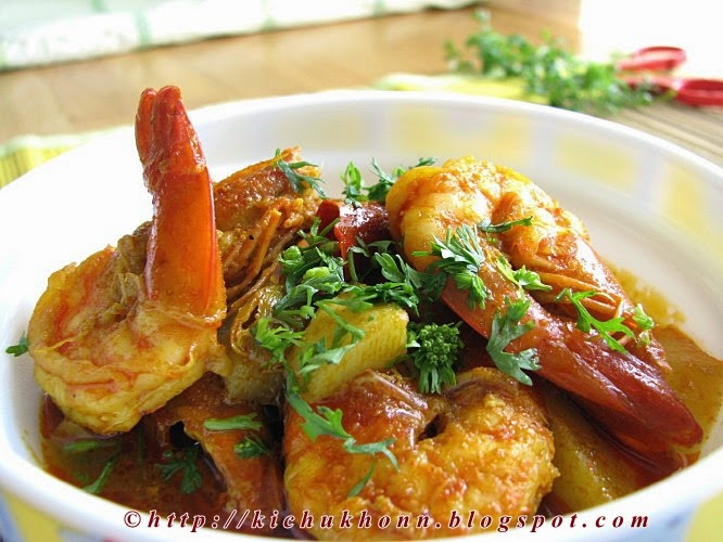 Chingri macher jhol or Prawn curry recipe