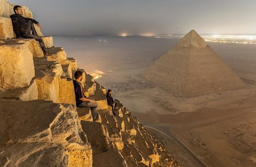 7. Climbing the Great Pyramid (Illegally) – Giza, Egypt - 27 Amazing Travel Photos That Will Infect You With The Travel Bug