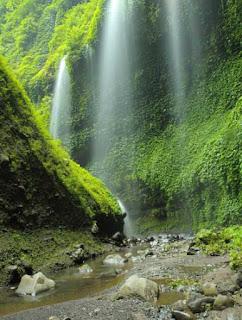 Tempat Wisata Alam di Jawa Timur yang Paling Populer Tempat Wisata Malang Jawa Timur terfavorit dan terbaru untuk keluarga:  10 Tempat Wisata Alam di Jawa Timur yang Paling Populer