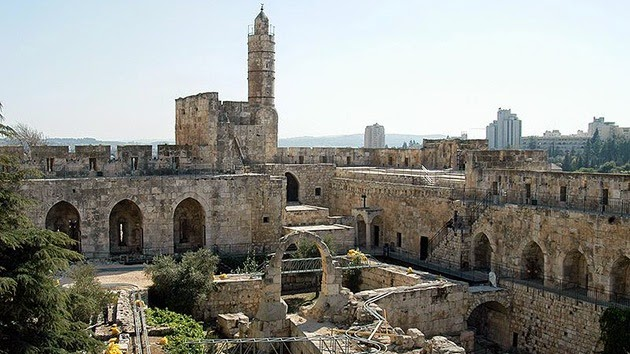 Un arqueólogo israelí afirma haber encontrado la legendaria ciudadela capturado por el rey David en su conquista de Jerusalén, que vuelve a avivar el debate sobre el uso de la Biblia como una guía de campo para la identificación de las antiguas ruinas.