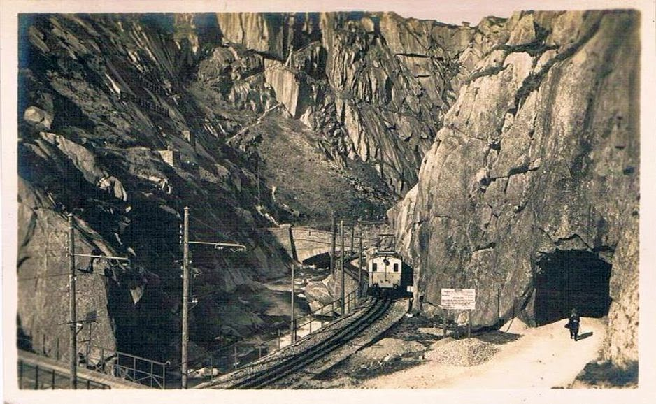 SCH%C3%96LLENENBAHN%2BUrnerloch - Driving thro rail tunnels for fun!