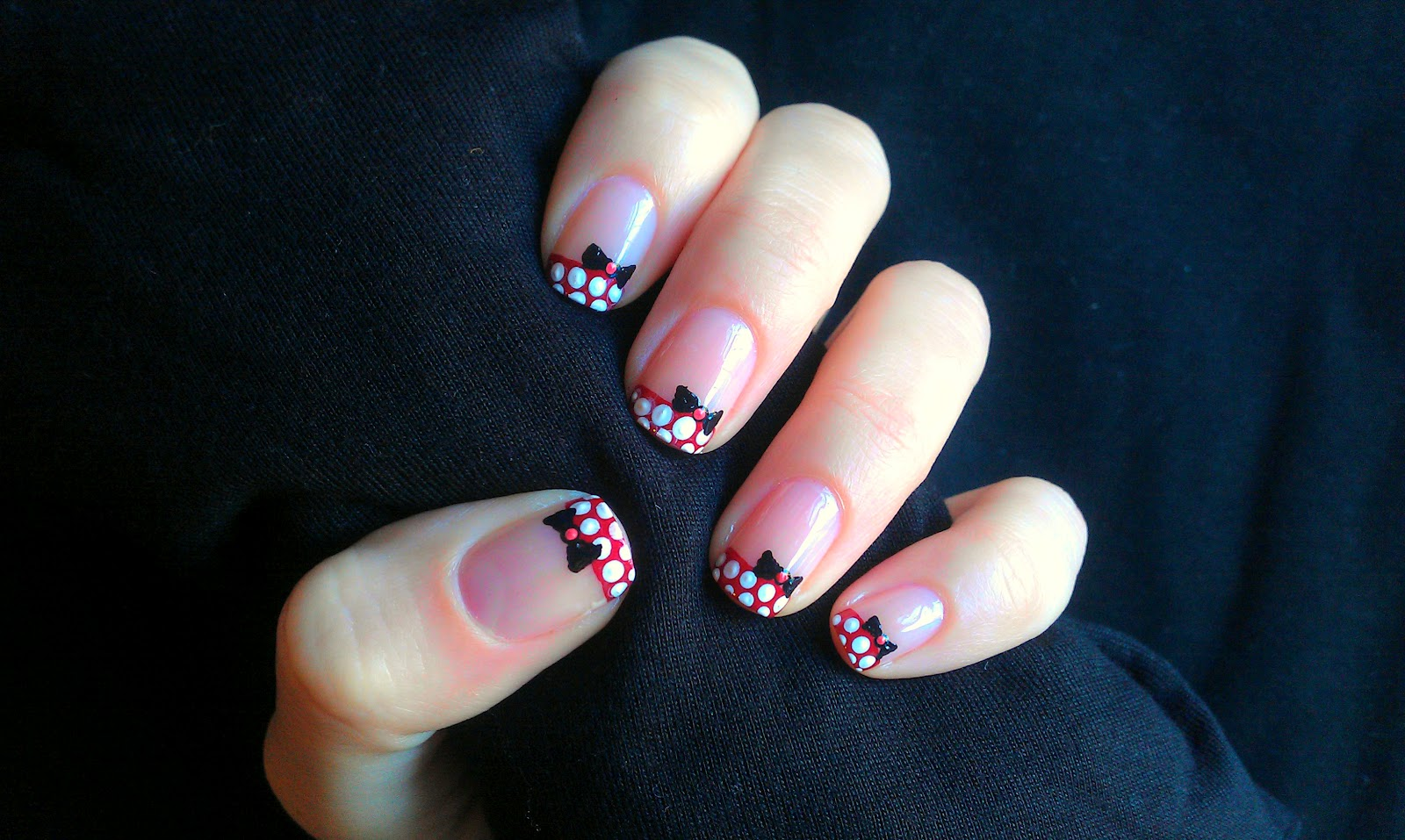 Miss Claira-Bella: Minnie Mouse Nail Art!