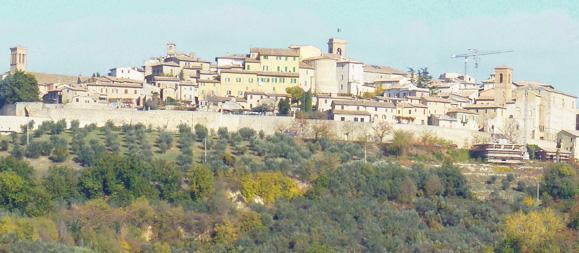pueblo de montefalco visto desde afuera de la ciudad