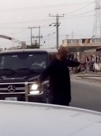 Wow! Very Popular Nigerian Pastor Caught on Camera Directing Traffic in Lagos (Photos)