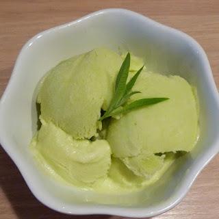 https://danslacuisinedhilary.blogspot.com/2014/08/creme-glacee-la-verveine-de-laduree.html