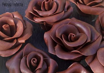recette de chocolat plastique, comment faire du chocolat plastique, façonner des fleurs en chocolat, façonner des roses en chocolat, décors en chocolat, modeler des fleurs en chocolat, tutoriel roses en chocolat