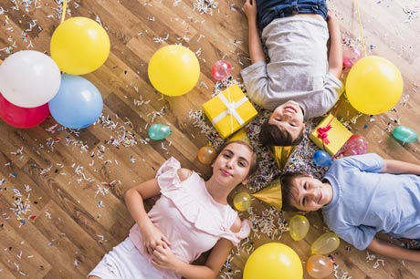 Seorang kakak perempuan itu kurang lebih layaknya seorang ibu bagi adik 140+ Ucapan Selamat Ulang Tahun untuk Kakak Perempuan dalam Bahasa Inggris dan Artinya