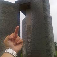 Informasi Depopulasi Manusia: Vandalisme di monumen Georgia