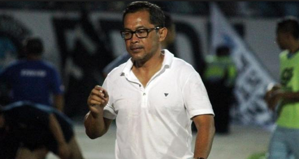 Dikalahkan Persija, Aji Santoso Sebut Arema FC Lebih Baik Tanpa Gonzales