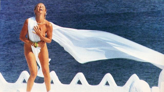 Η γυμνή φωτογράφιση της Ζωής Λάσκαρη στη Δήλο το 1985 που είχε εξορίισει τότε τη Νέα Δημοκρατία! (ΦΩΤΟ)