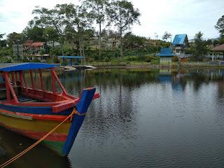 Danau mas harun bastari dan taman bunga inayah