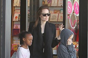 Family Fun: Angelina Jolie took daughters on shopping