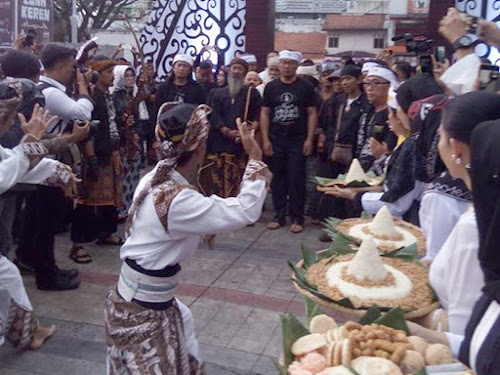 Acara Pabaru Sunda di Bandung