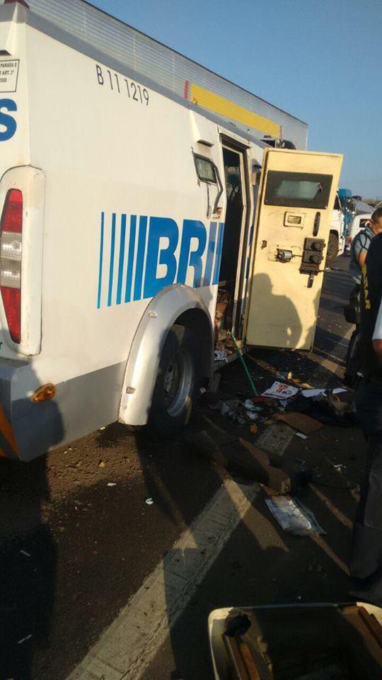 ASSALTO: Bandidos atacam carro-forte na BR-222 em São Luís do Curu