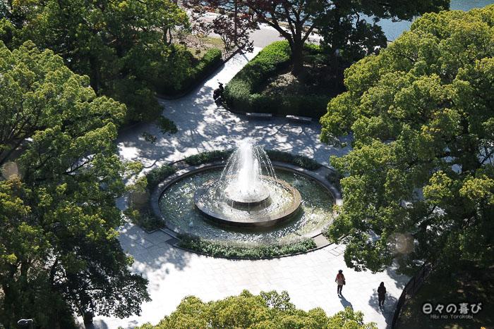 Vue sur la fontaine du Parc de la Paix, Tour Orizuru, Hiroshima