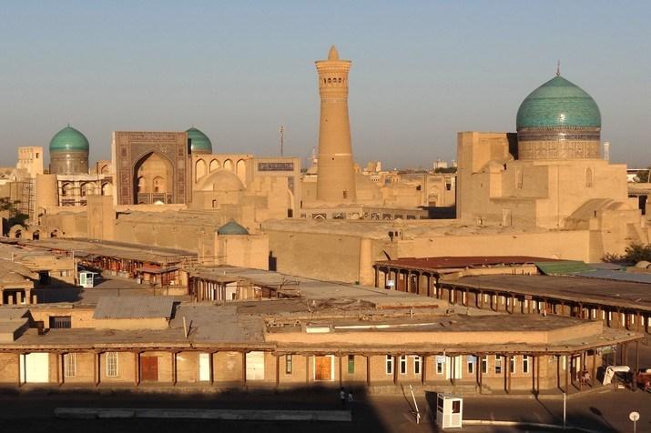 Imam Bukhari dan Imam Nawawi di Depan 'Pintu Istana'