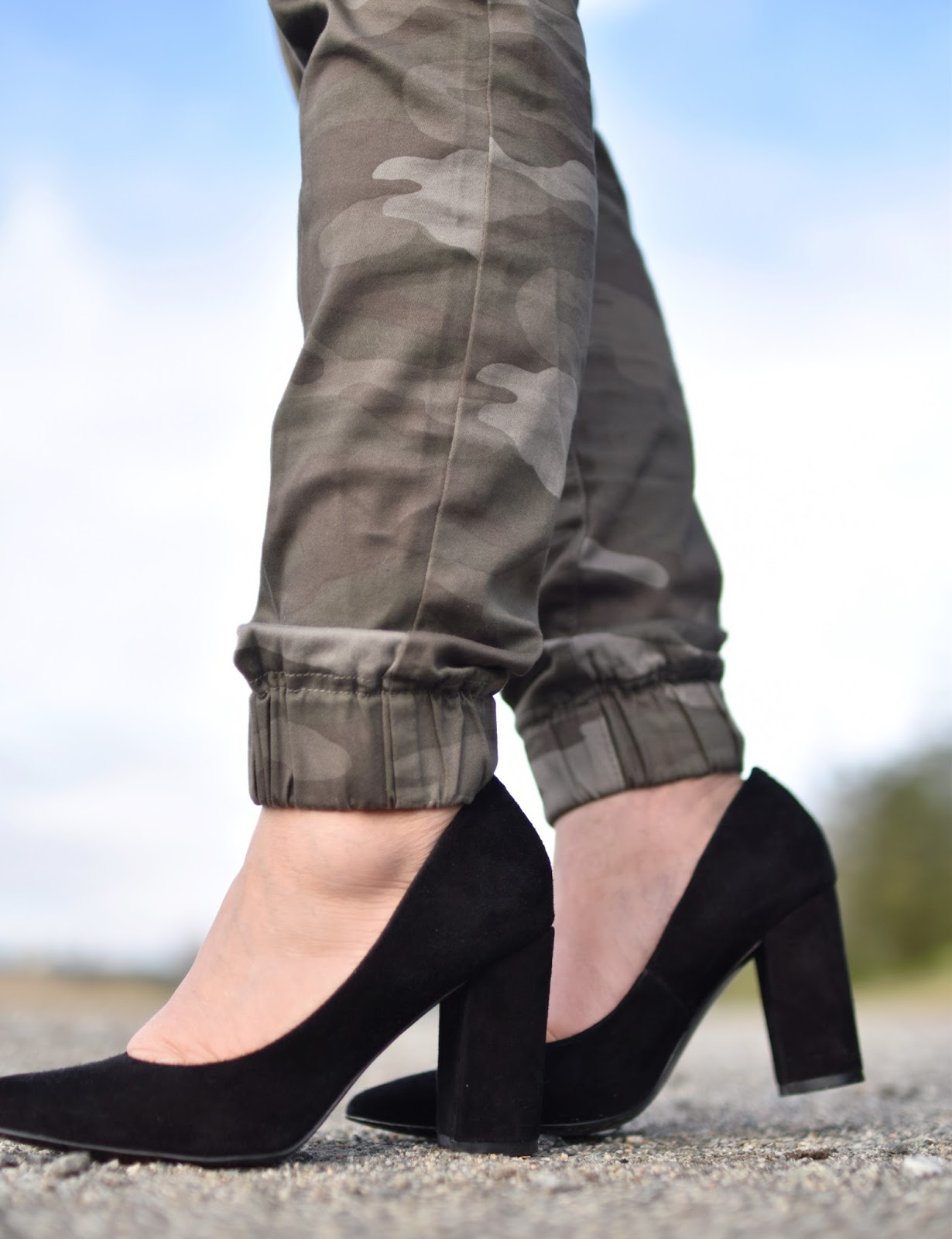 Monika Faulkner outfit inspiration - camouflage trousers, Marc Fisher block-heeled pumps