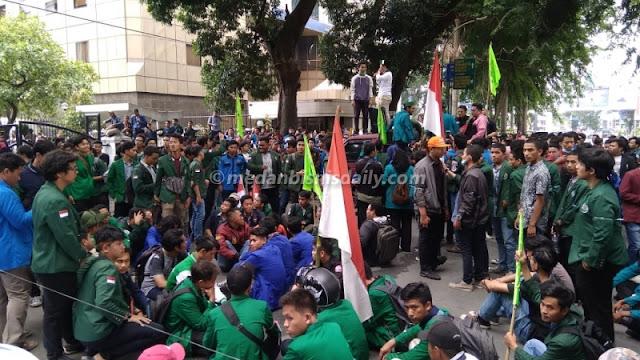 Demo Mahasiswa se-Kota Medan: Turunkan Jokowi-JK Sekarang Juga