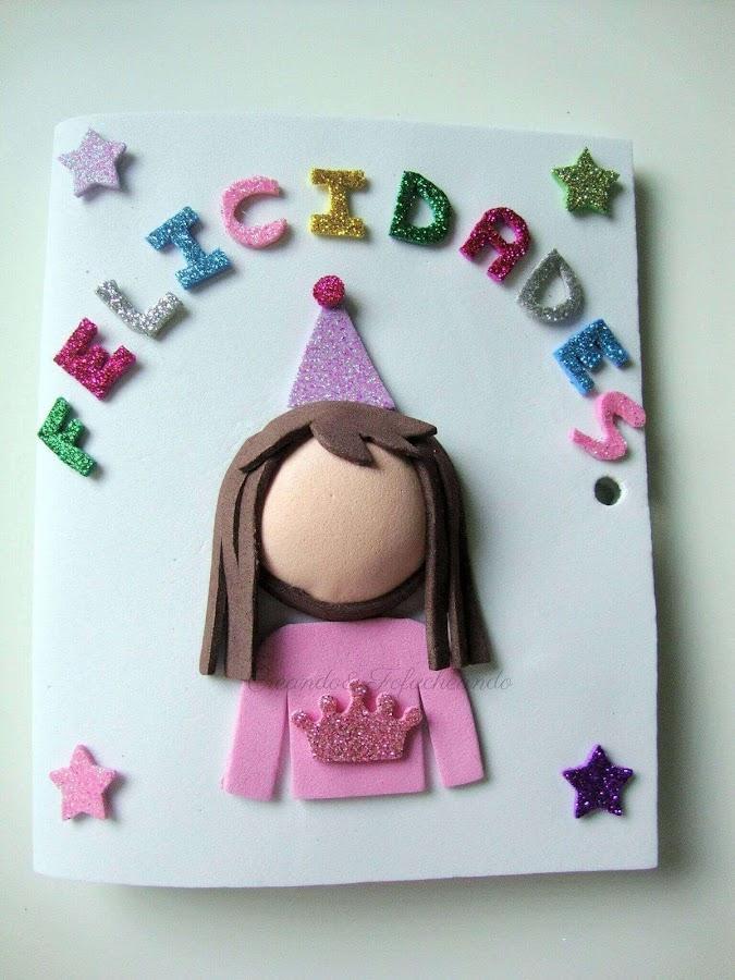 colocamos-las-letras-y-a-la-cumpleañera-en-la-tarjeta-de-cumpleaños-en-goma-eva