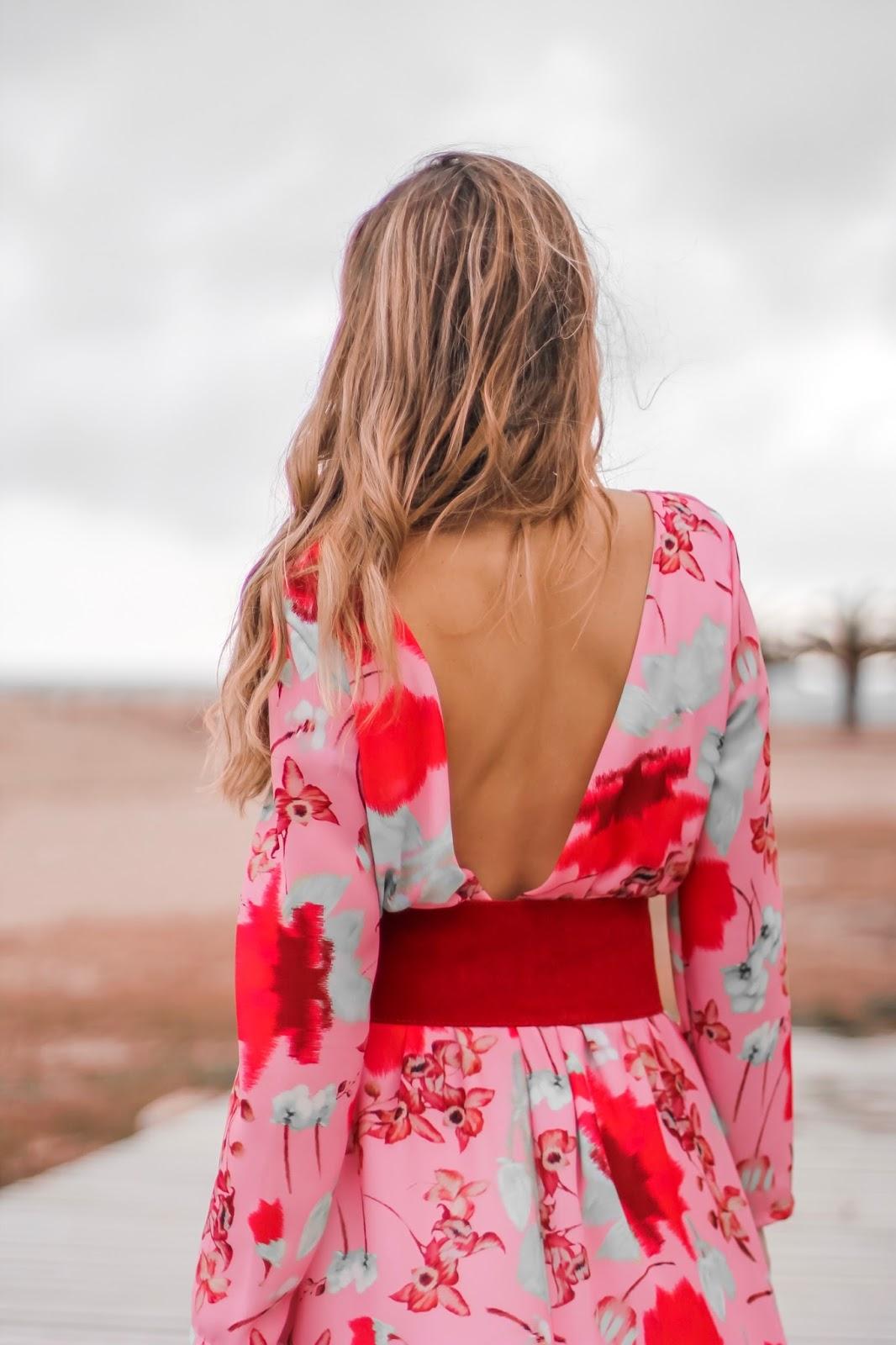 vestido flores espalda descubierta