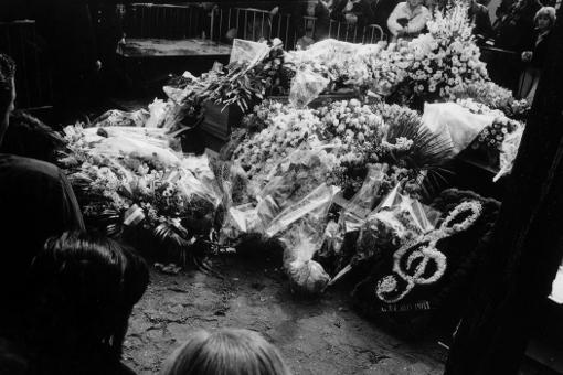 enterrement tombe cercueil fleurs Serge Gainsbourg 7 mars 1991 cimetière du Montparnasse paris