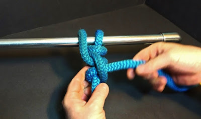 Tying a Backhand hitch