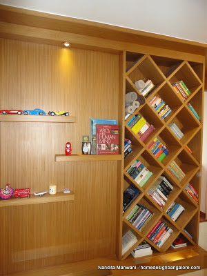 Book rack in veneer and wood